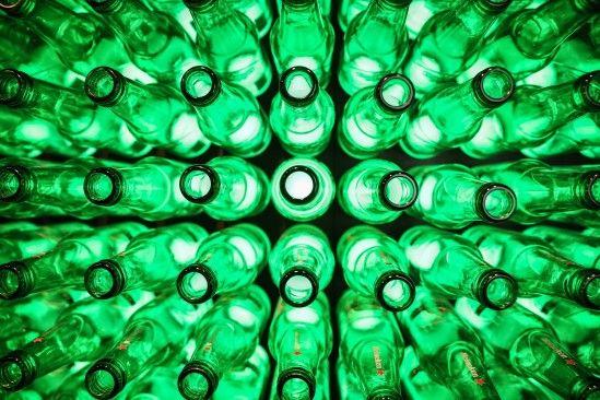 Heineken vai dar dinheiro para quem reciclar garrafas de vidro